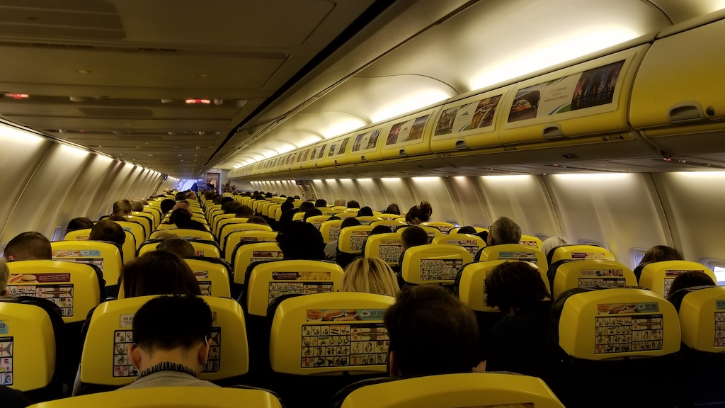 Ryanair Boeing 737-800 interior middle seat
