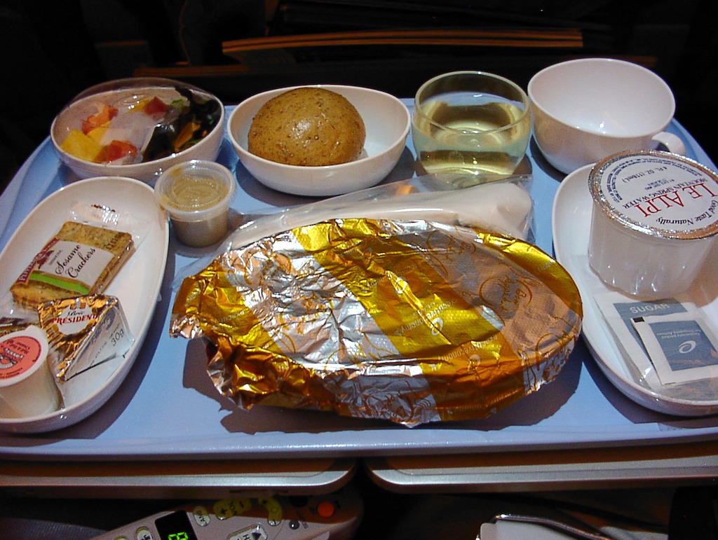 World's Longest Flight - Executive Economy Class First Meal, 30 June 2004 Newark (EWR) to Singapore (SIN)