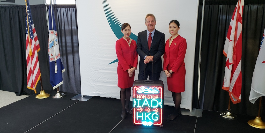 Cathay Pacific Business Class - Cathay Pacific (CX) Washington-Dulles to Hong Kong CEO, Rupert Hogg poses with Flight Attendants During Inauguration Ceremony